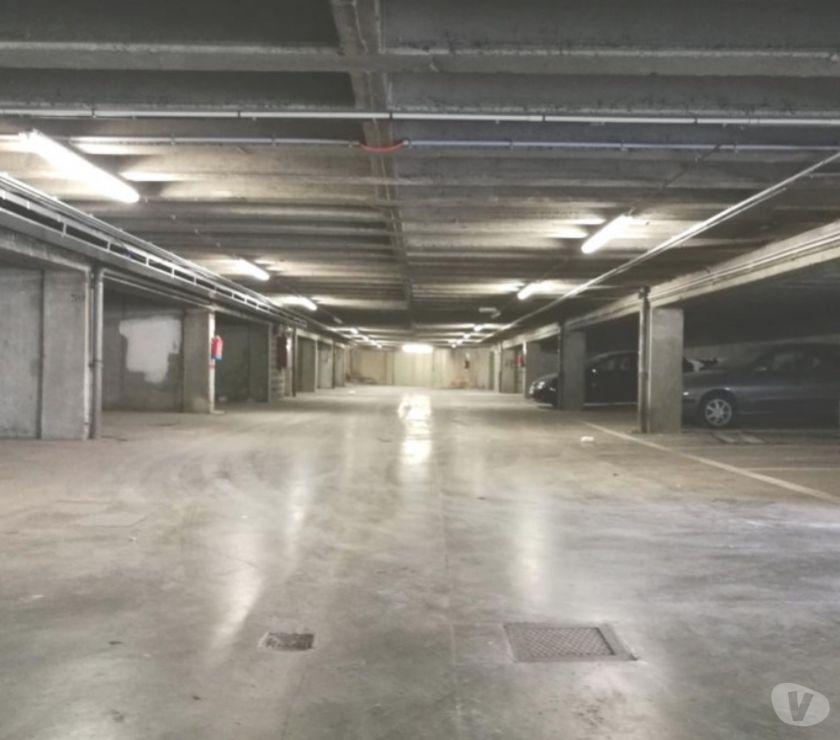 Photos Vivastreet Parking Place de Helmet Square Apollo