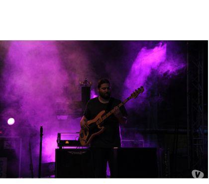 Photos Vivastreet Cours de guitare basse à BruxellesEttebeek