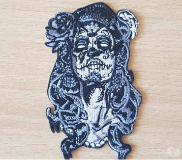 Photos Vivastreet Ecusson brodé tatooed girl skull face 8x5 cm modèle n° 2