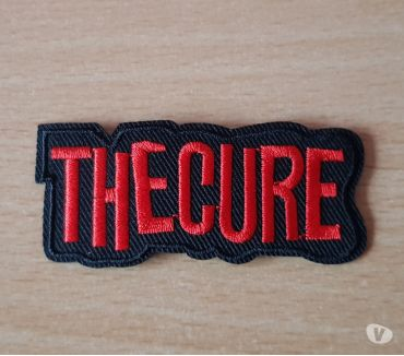 Photos Vivastreet Ecusson brodé the cure 7,5x3 cm thermocollant