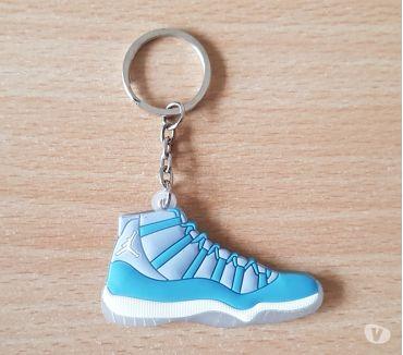 Photos Vivastreet Porte clé Basket sneakers jordan Bleu blanc gris