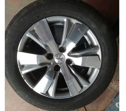 Photos Vivastreet Pneus sur jantes aluminium 16 Peugeot 308 2016
