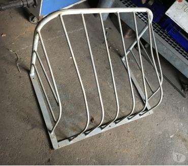 Photos Vivastreet Râtelier en acier galvanisé en parfait état Longueur 70cm Ha