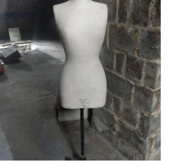 Photos Vivastreet Mannequin de couture Juvenia (taille 42)