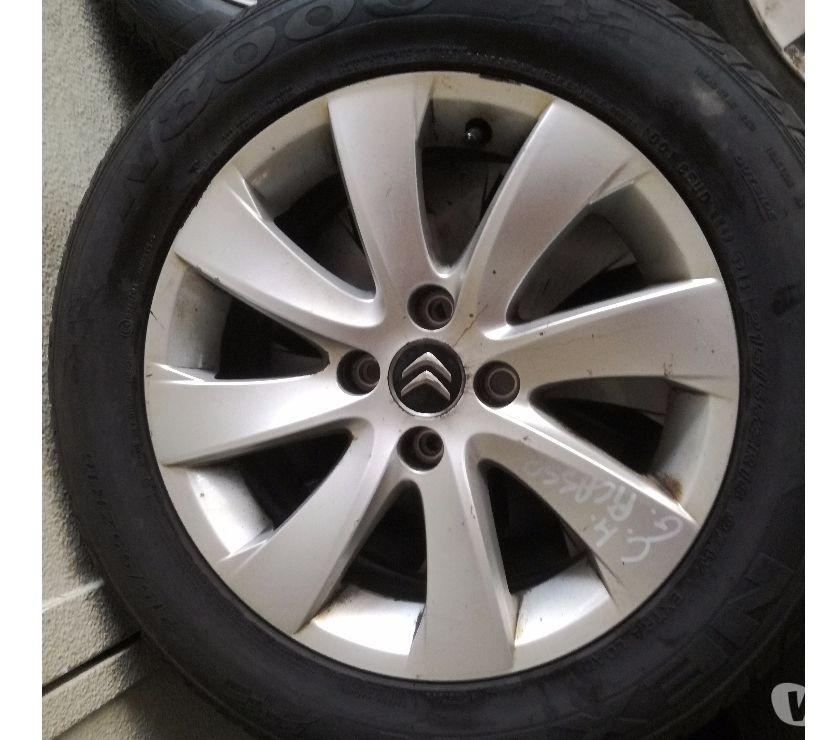 """Pièces et services auto Molenbeek Saint Jean - 1080 - Photos Vivastreet pneus sur jantes aluminium 16"""" C4 Grand Picasso"""