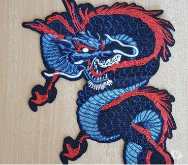 Photos Vivastreet écusson brodé dragon rouge blanc bleu 30x20 cm