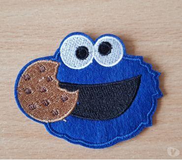Photos Vivastreet ecusson brodé rue sésame macaron le glouton cookie monster