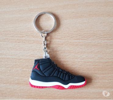 Photos Vivastreet Porte clé Basket sneakers jordan Noir blanc rouge