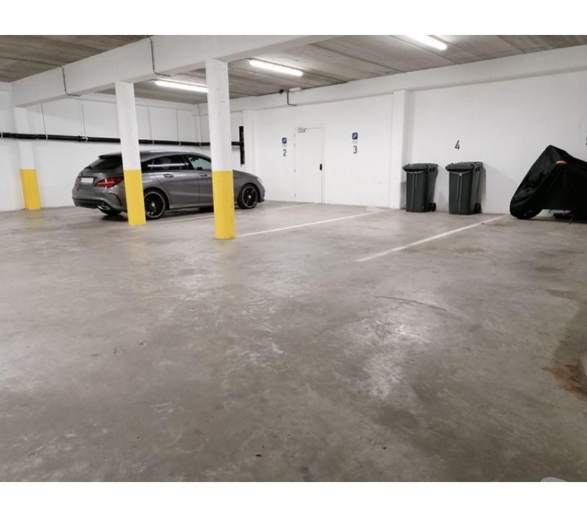 Location parking & garage Ixelles - 1050 - Photos Vivastreet Parking à louer - te huur Matonge Chaussée d'Ixelles
