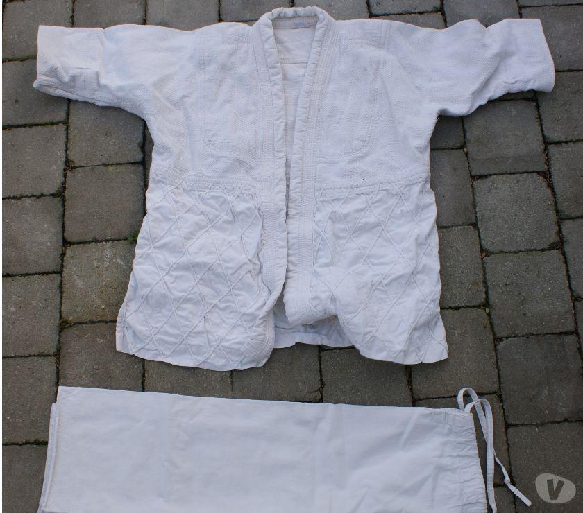 Matériel de sport Rixensart Rixensart - 1330 - Photos Vivastreet Kimonos+1 pant, adulte,L,12€ ,+12,14,16 ans= 8 €,+ 5 pant 3€