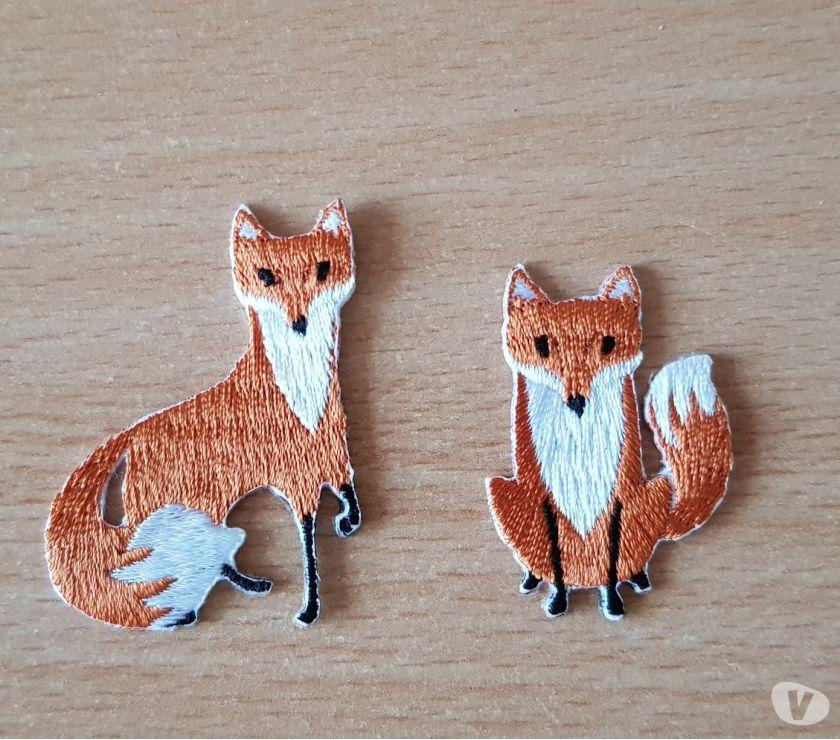 Photos Vivastreet 2 petits ecussons brodés paire de renard 5x3 cm et 4x3 cm