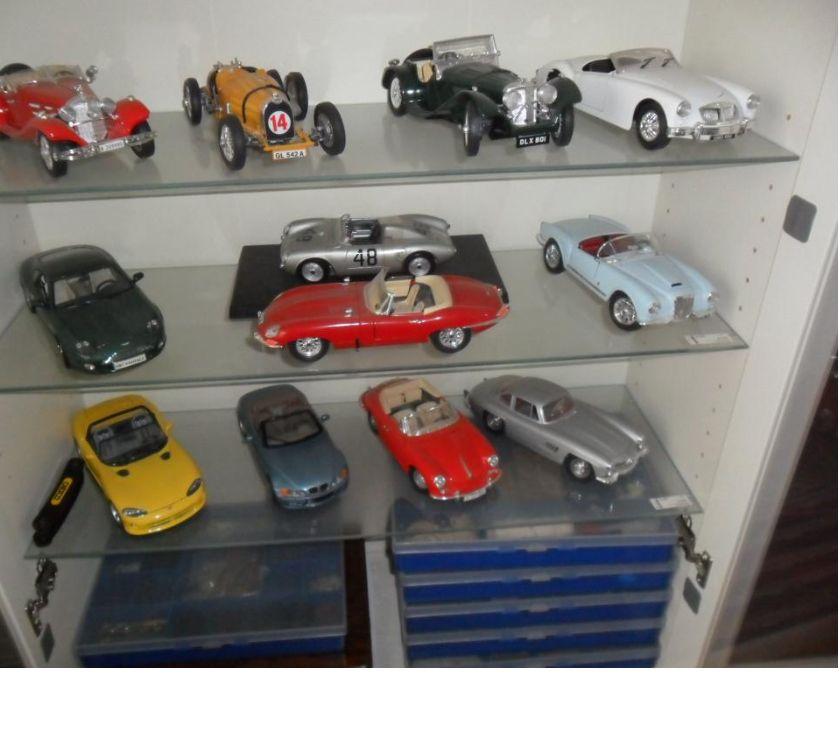 Collections Koekelberg - 1081 - Photos Vivastreet lot de 12 voitures Burago échelle 118 eme