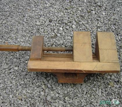Photos Vivastreet Ancienne presse d'angle (menuiserie) vis en bois