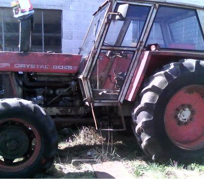Photos Vivastreet tracteur ZETOR 8045 avec treuil et lame avant