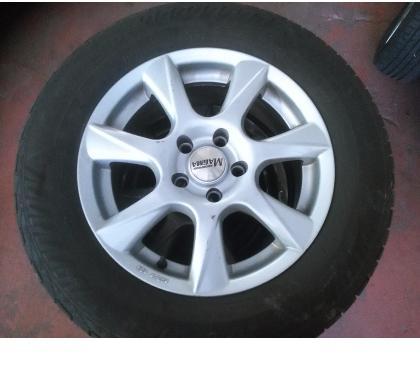 Photos Vivastreet Jantes alu Q3 avec pneus hiver 16''