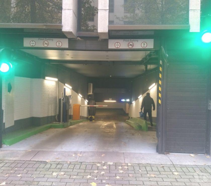 Location parking & garage Bruxelles Bruxelles - 1000 - Photos Vivastreet Parking à louer - te huur Square Orban