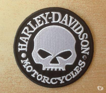 Photos Vivastreet écuson harley tête de mort noir blanc diam 9,5cm