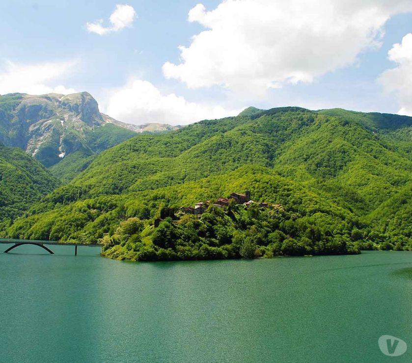 Terrains à vendre Italie - Photos Vivastreet Toscana maison sur le lac 9000 m2