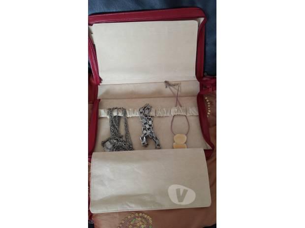 Photos Vivastreet Pochette en cuir pour colliers et bracelets