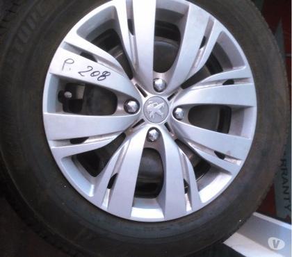 Photos Vivastreet 4 jantes tôle Peugeot 208 15'' pneus Bridgestone