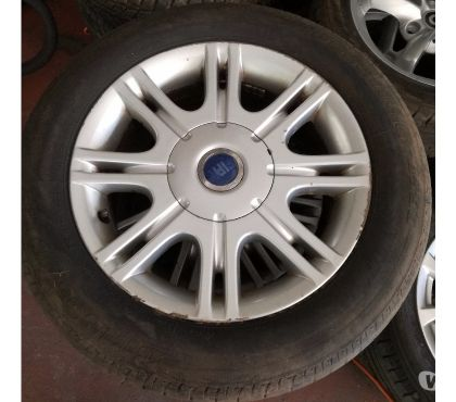 Photos Vivastreet Jantes aluminium Multipla avec pneus 15