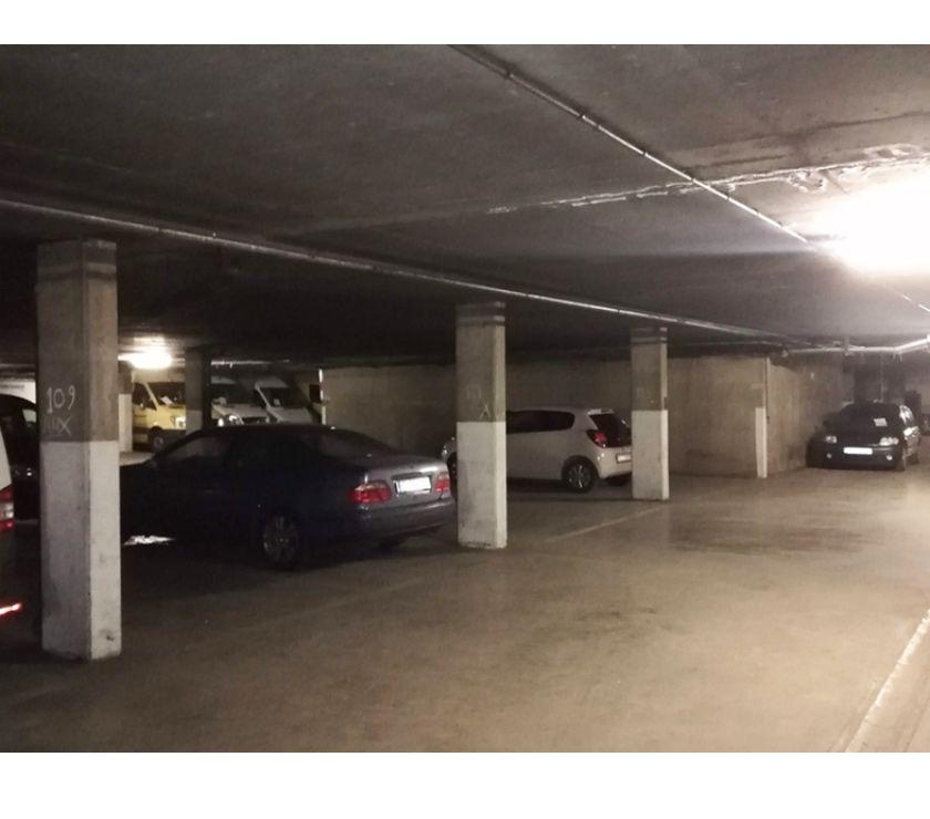 Location parking & garage Bruxelles Bruxelles - 1000 - Photos Vivastreet Parking à louer - te huur Parc Maximilien