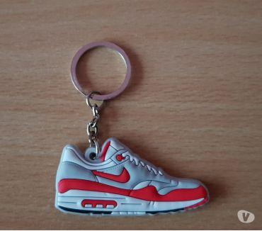 Photos Vivastreet Porte clé basket sneakers nike air max 1 rouge blanc gris