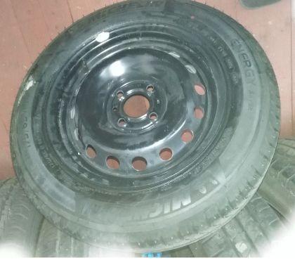 Photos Vivastreet pneus sur jantes Renault Twingo 14''