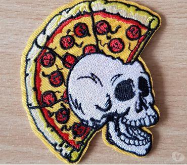 Photos Vivastreet ecusson brodé punk tête de mort crête pizza 8x6 cm