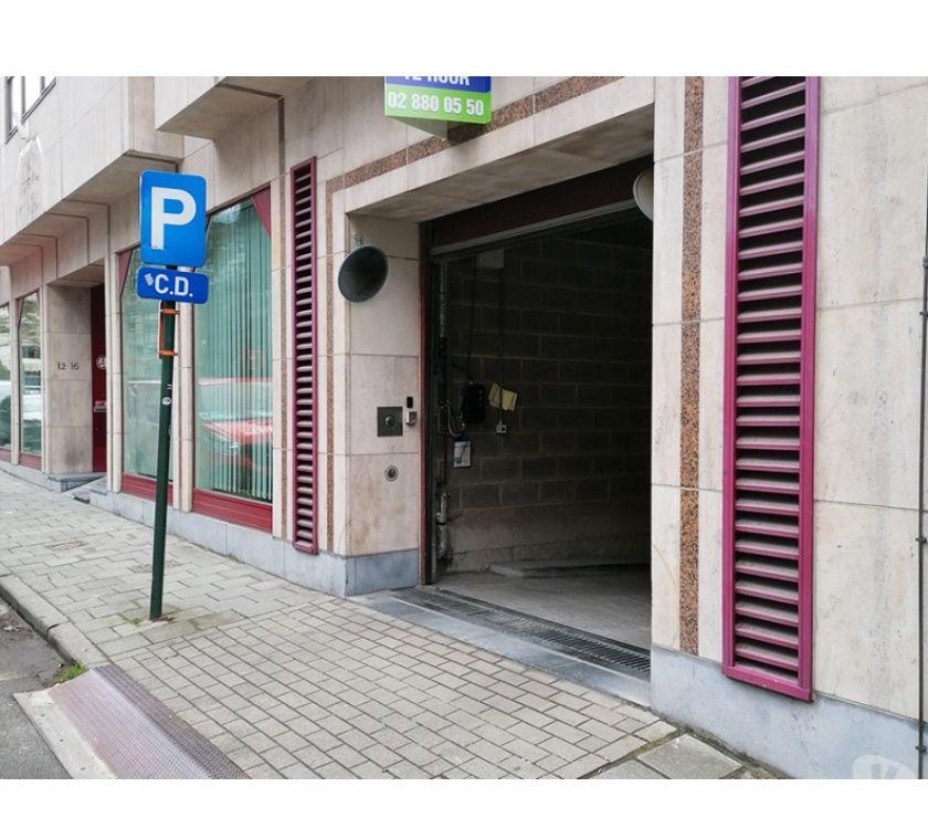 Location parking & garage Bruxelles Bruxelles - 1000 - Photos Vivastreet Parking à louer - te huur Arts-Loi