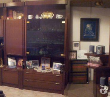 Fotos de Amplio y elegante mueble bar salón, madera de alta calidad