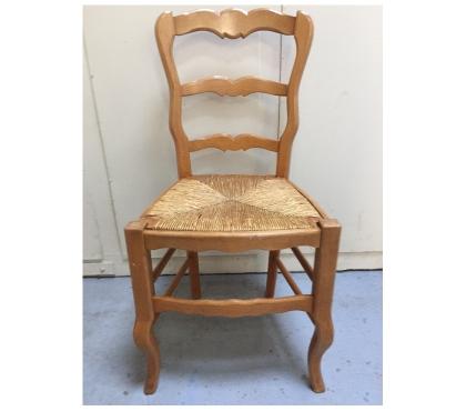 Photos Vivastreet Lot de 6 chaises en bois avec assise en paille.