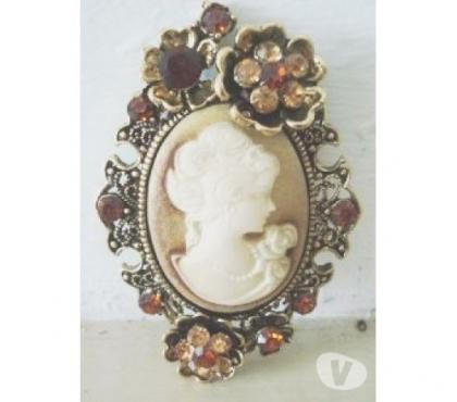 Photos Vivastreet Broche camé beige petite fleur
