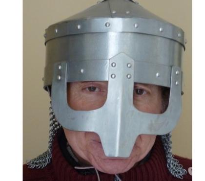 Photos Vivastreet Casque médiéval dit ''casque à lunettes''