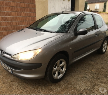 Photos Vivastreet PEUGEOT 206 ESSENCE 60cv 98.000KM