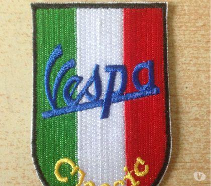 Photos Vivastreet Ecusson brodé vespa classic drapeau italien 7,5x5 cm
