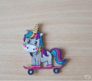 Photos Vivastreet licorne unicorn skateboard skate 7x8 cm thermocollant