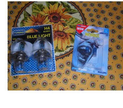 Photos Vivastreet +Ampoules H4 Blue Light 55 watts et veilleuses w5w.