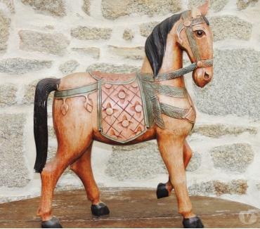 Photos Vivastreet Cheval en bois (sculpté et peint) - Sculpture sur bois peint
