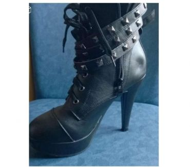 Photos Vivastreet bottines noir (botte boots)