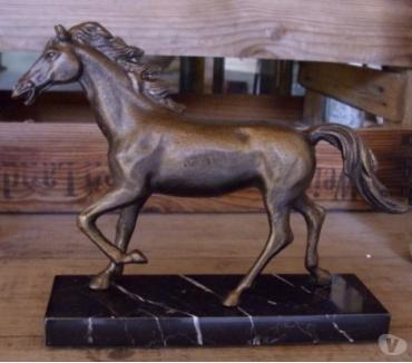 Photos Vivastreet Cheval sur socle bronze et fonte patiné antique