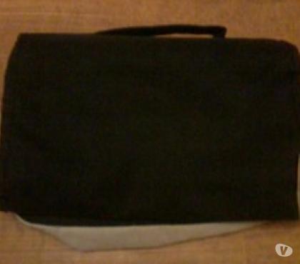Photos Vivastreet Petite sacoche noire et grise avec poignée