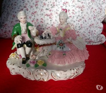 Photos Vivastreet Couple porcelaine Scéne de jeu d'échec