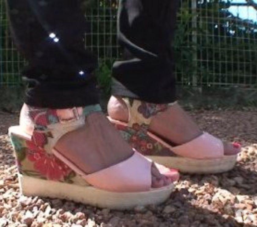 Castings, modèles, photographes Rhône St Pierre de Chandieu - 69780 - Photos Vivastreet Vidéaste rech model femmes pour vidéos basées sur les pieds