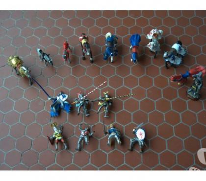 Photos Vivastreet Figurines chevaliers et chevaux