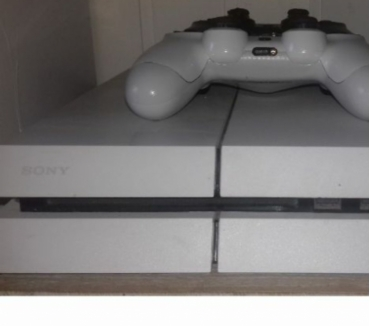 Photos Vivastreet ps4 + 2 mannete + 12 jeux