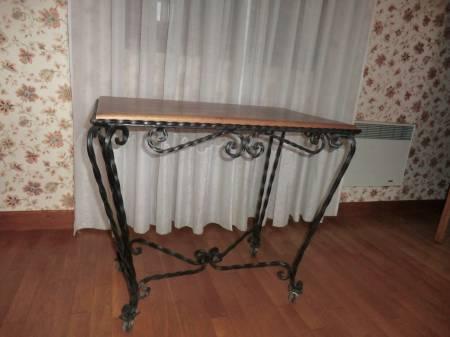 Photos Vivastreet Table support poste TV vintage en fer forgé et bois massif