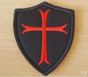 Photos Vivastreet ecusson brodé bouclier croix des templiers 7,5x6,5 cm