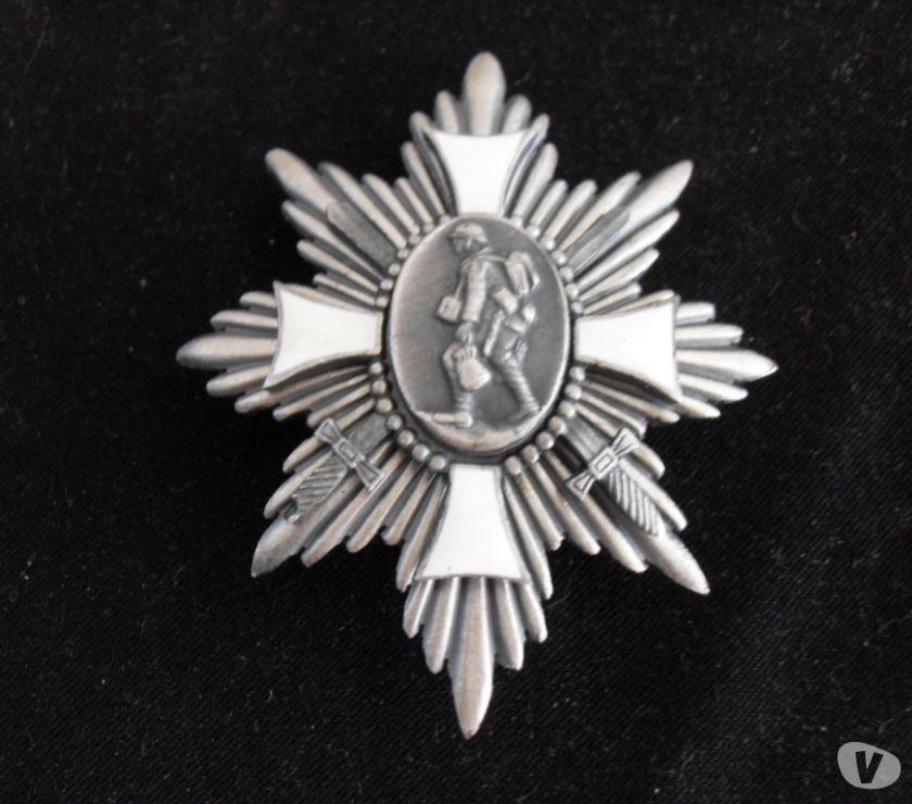 Photos Vivastreet Medailles et insigne de la Grande guerre