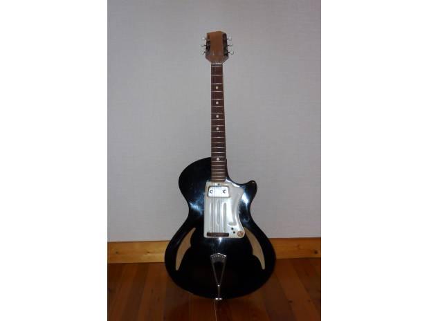 guitare vintage wandre davoli nantes 44100 instruments de musique vivastreet. Black Bedroom Furniture Sets. Home Design Ideas